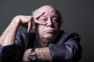 O ator Tonico Pereira concede entrevista para à Folha