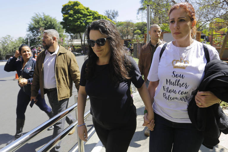 Janaina Paschoal chega ao hospital Albert Einstein para visitar Jair Bolsonaro