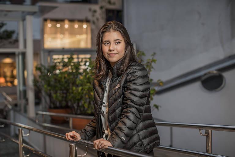 A atriz mirim Gabriela Leão, 13, que estudou em escola bilíngue até os 11 e quer morar nos Estados Unidos para desenvolver a carreira