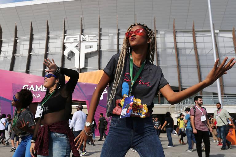 Fãs aproveitam para dançar durante segunda edição do Game XP, que acontece no Rio de  Janeiro