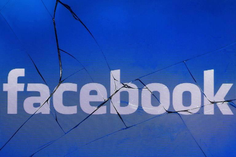 Logo do Facebook atrás de vidro quebrado