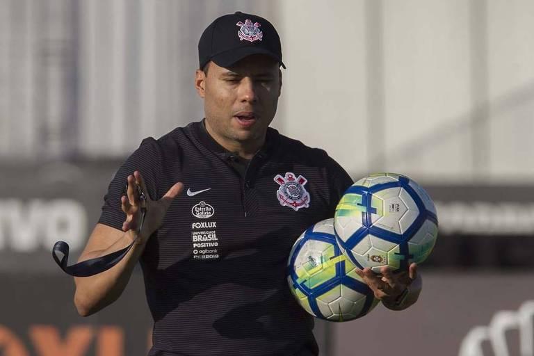Técnico Jair Ventura comanda o seu primeiro treino à frente do Corinthians no CT do clube