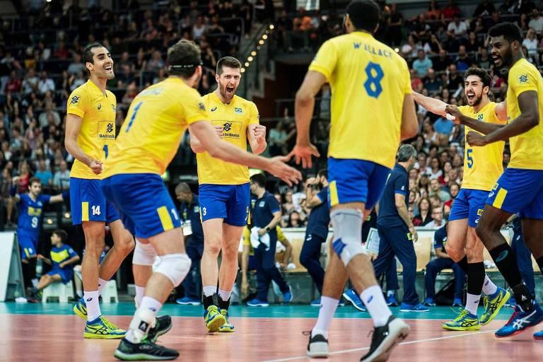 Brasileiros comemoram ponto na vitória sobre a Alemanha, em amistoso