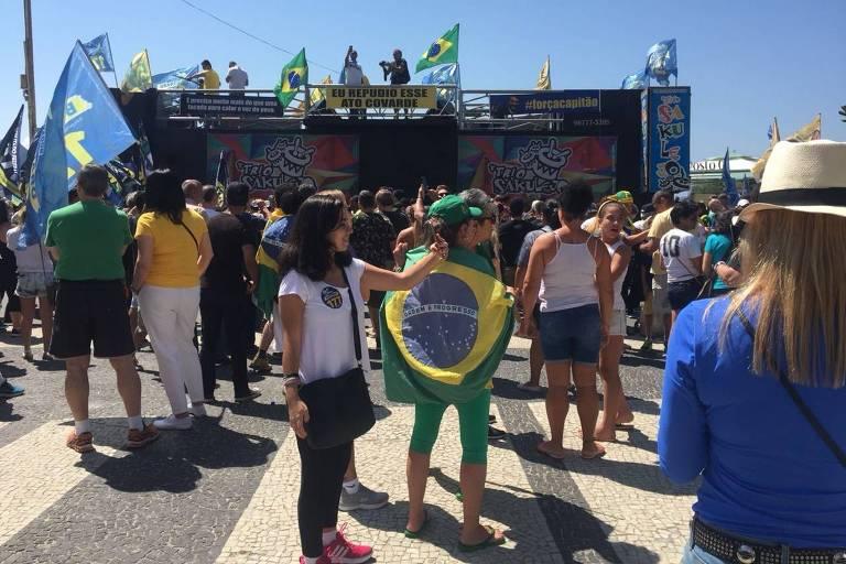 Apoiadores de Bolsonaro em Copacabana