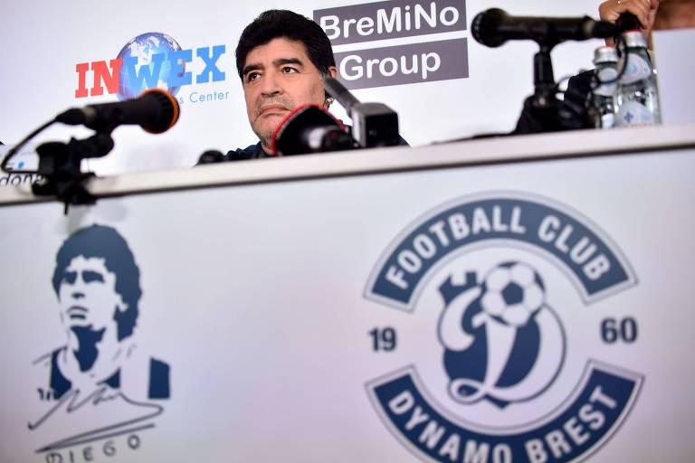 A apresentação de Maradona como dirigente do Dinamo Brest