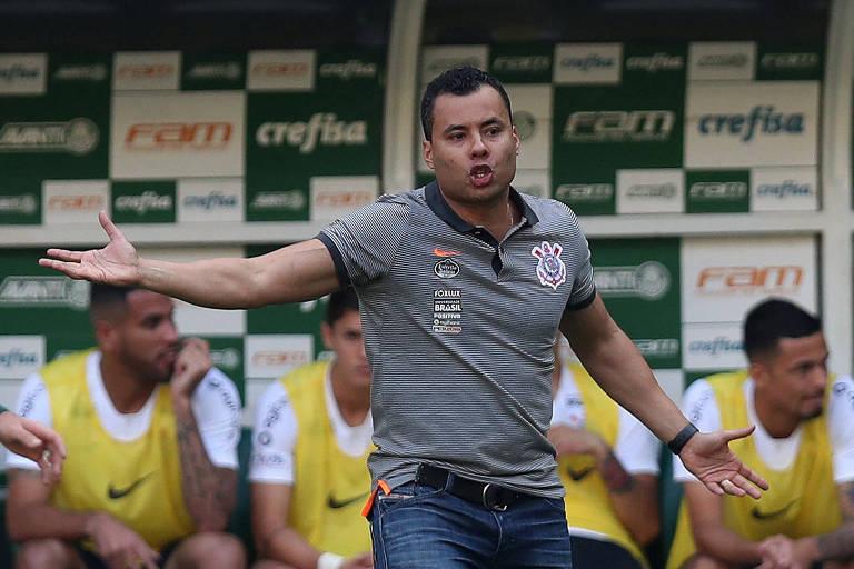 O Corinthians teve a estreia do técnico Jair Ventura no clássico