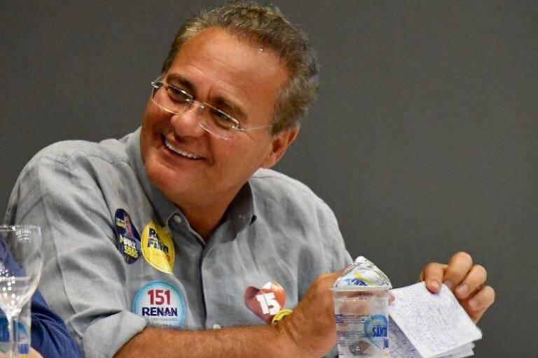 Renan Calheiros (MDB-AL) durante ato de campanha em Alagoas; reeleito para o Senado, sonha em voltar a presidir a Casa