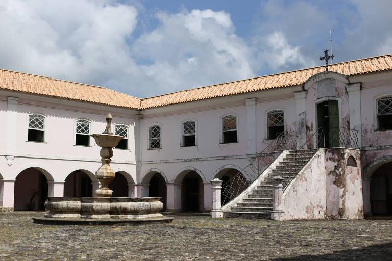 Prédio construído no Século XVI foi transformado em arquivo público em 1890, e abriga o segundo maior arquivo colonial do mundo