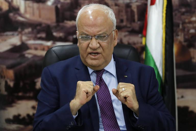 Saeb Erekat, secretário geral da OLP,  em encontro com jornalistas no dia 1º de setembro