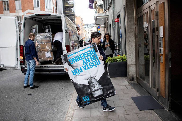 Premiê sueco diz que vai buscar centro-direita para governar após maior derrota em um século