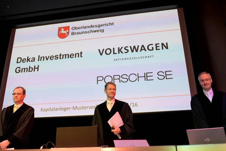Judges Stephan, Christian Jaede e Friedrich Hoffmann no tribunal antes de iniciar processo que envole Volkswagen, Porsch  e German Capital Markets
