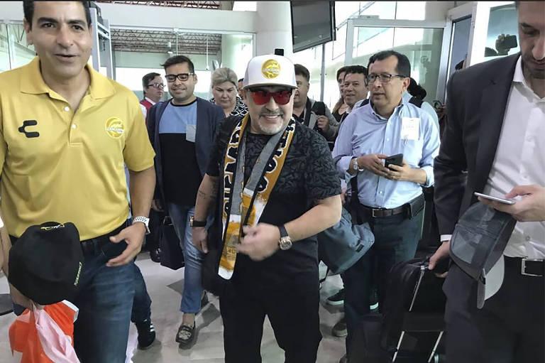 Diego Maradona desembarca no México para assumir o Dorados de Sinaloa
