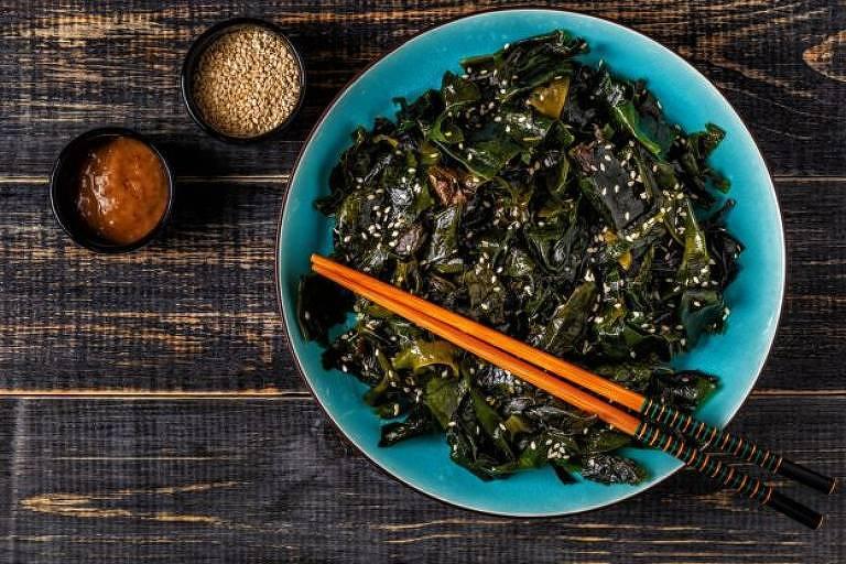 As algas são uma boa fonte de iodo, mas a quantidade é incerta; por isso, veganos muitas vezes precisam de suplementos para conseguir o nutriente.