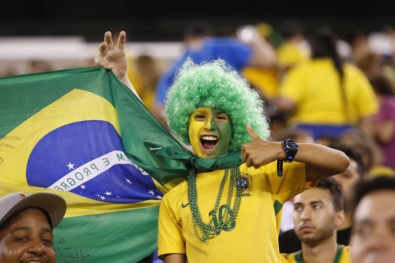 Torcedor brasileiro durante a vitória da seleção sobre os Estados Unidos, em Nova Jersey