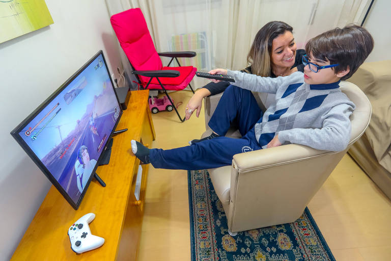 Ana Paula Machado watches Youtube videos together with her son Francisco, 11