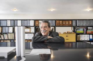 Retrato do arquiteto Paulo Mendes da Rocha em seu escritorio na rua Bento Freitas em Sao Paulo. Paulo Mendes fara 90 anos ainda esse ano