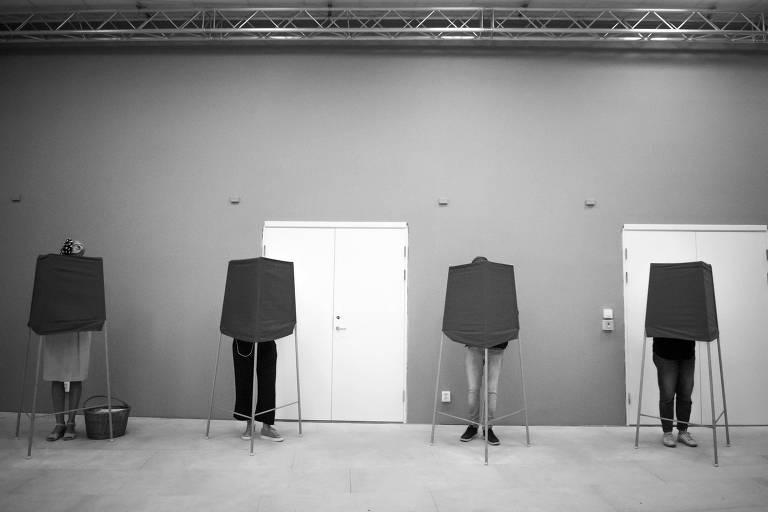 Eleitores votam em Estocolmo, na Suécia
