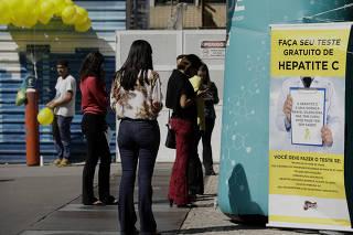 Ponto de orientação sobre Hepatite C é montado na Av. Paulista em SP.
