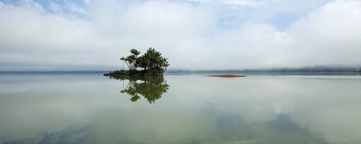 Ilha no rio Tapajós próxima da comunidade Montanha e Mangabal