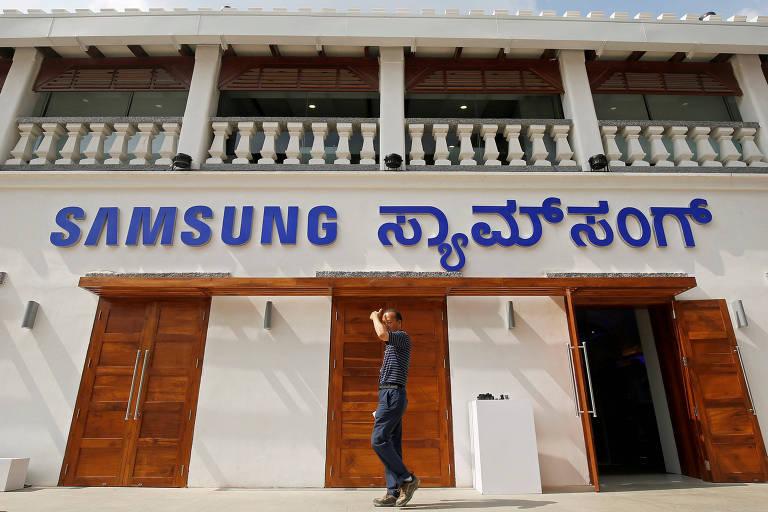 Samsung aumenta aposta na Índia e abre maior loja de smartphones no mundo