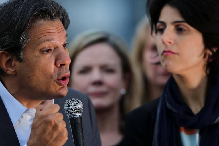 Fernando Haddad (PT) realiza discurso na Vigila Lula Livre em frente à Superintendência da Polícia Federal, em Curitiba. Ele foi anunciado oficialmente como candidato do PT à Presidência, tendo Manuela D'Ávila (PC do B) como vice