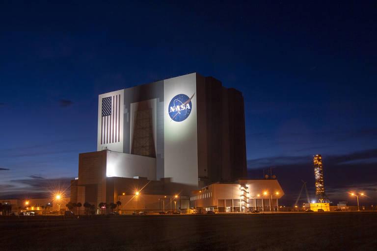 Edifício de montagem de veículos da NASA no Centro Espacial Kennedy, na Flórida