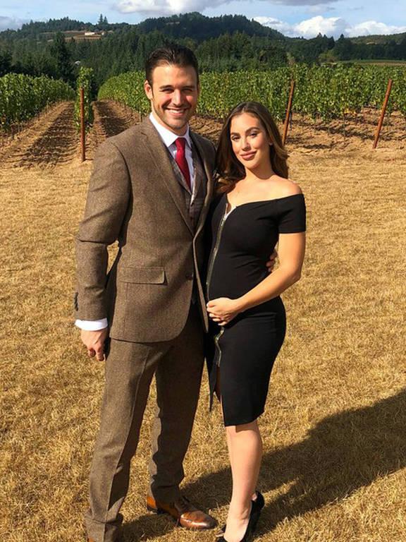 A atriz e modelo brasileira Christy Ane revelou ao lado do namorado, o ator norte-americano Ryan Guzman, que espera o primeiro filho do casal