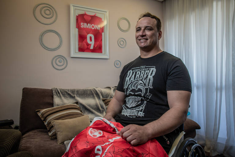 O ex-jogador de futebol Leandro Simioni, 43