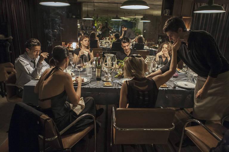 Cena do filme 'O Banquete', de Daniela Thomas