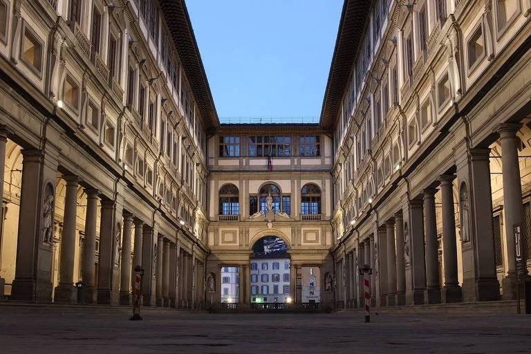Piazzale degli Uffizi, um dos acessos ao museu em Florença, na Itália