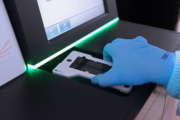 Equipamento usado em teste genético no centro de medicina personalizada do hospital Albert Einstein, em SP