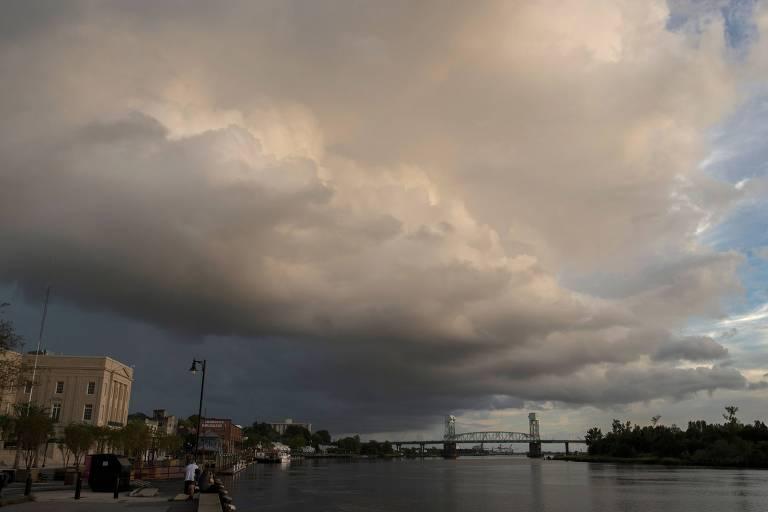 Nuvem de chuva passa por Wilmington, na Carolina do Norte, um dia antes da previsão para a chegada do furacão Florence