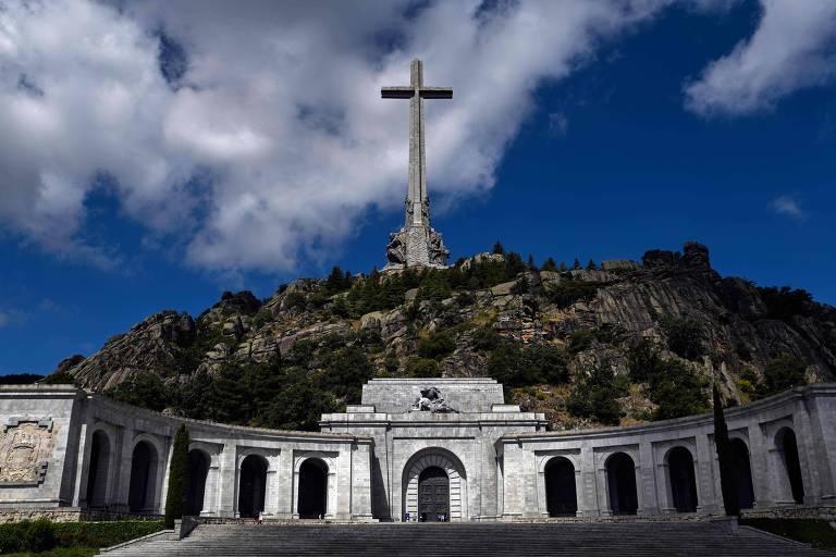 Fachada do monumento conhecido como Vale dos Caídos, que fica a 60 km de Madri
