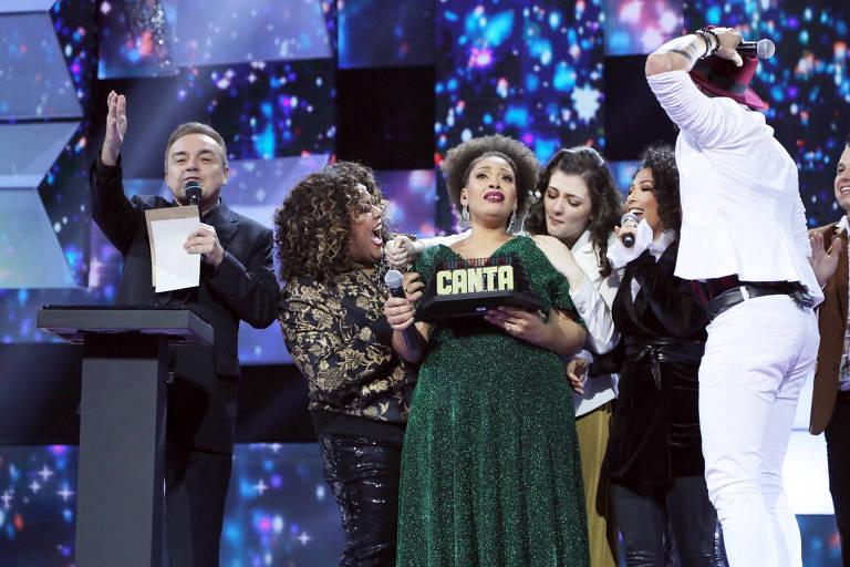 A cantora Débora Pinheiro, 30, no momento em que vencia o reality Canta Comigo, da Record