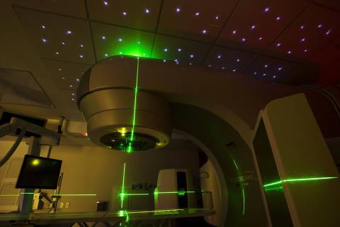 Sao Paulo, SP, Brasil, 04-09-2018:  Caderno Especial sobre Cancer.  Equipamento de ultima geracao de radioterapia ( o Varian TrueBeam 2.5 STX) para pacientes em tratamento oncologico no Hospital Sirio-Libanes .  (Foto: Eduardo Knapp/Folhapress, ESPECIAIS).