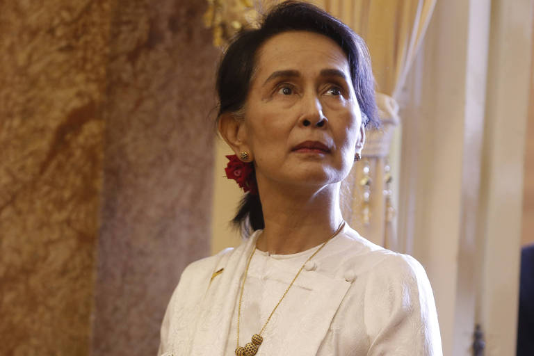 Líder de Mianmar defende condenação de jornalistas