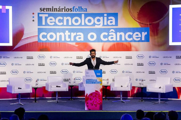 O médico e pesquisador da Universidade Columbia Siddhartha Mukherjee na palesta de abertura do seminário Tecnologia contra o Câncer, em São Paulo