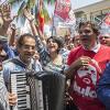 O candidato à Presidência Fernando Haddad (PT) e a Vice Manuela D´Avila (PCdoB) participam de caminhada no calçadão de Carapicuíba, Grande São Paulo