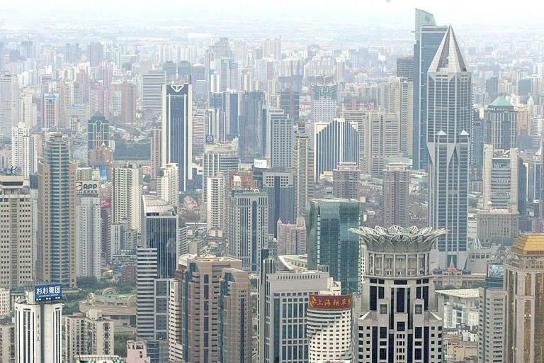 Vista dos arranha-céus de Xangai, a maior metrópole da China