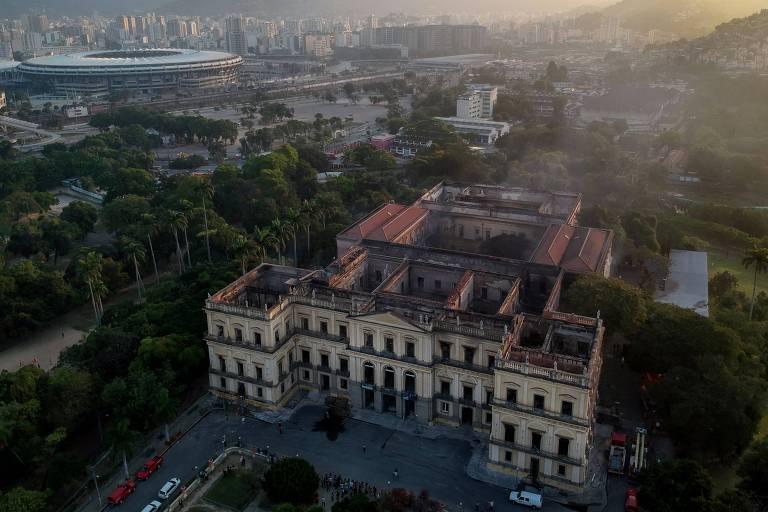 Museu Nacional tem que ficar em ruínas para lembrar descaso, afirma curador