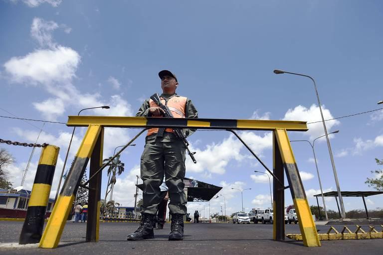 Foto de arquivo mostra soldado venezuelano em Paraguachón, estado de Zulia, na fronteira com a Colômbia