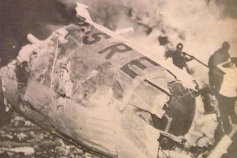 Destroços do avião Viscount PP-SRE, em São Paulo