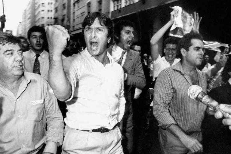 Collor durante passeata, em agosto de 1989, em Niterói (RJ); na ocasião, houve desentendimento de apoiadores do candidato com brizolistas