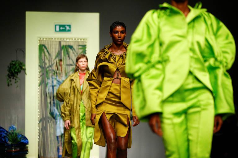Desfile do estilista Richard Malone, na semana de moda de Londres