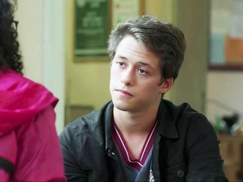 Santiago (Giovanni Dopico) conversa com Michael