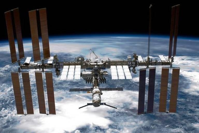 A Estação Espacial Internacional, um grande laboratório a cerca de 400 quilômetros de distância da Terra