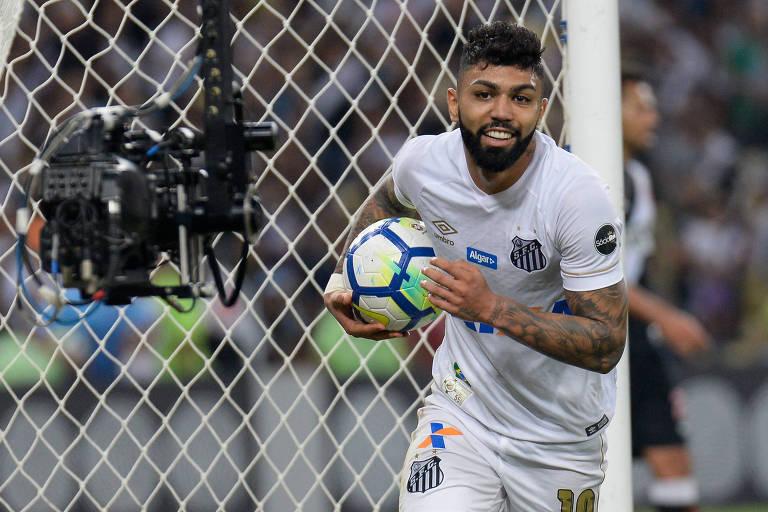 Gabriel comemora gol contra o Vasco, no Maracanã, jogo em que marcou os três da vitória por 3 a 0