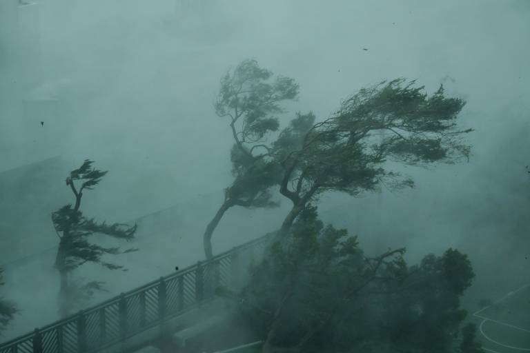 Tufão Mangkhut atinge Hong Kong, Macau e cidades do sul da China