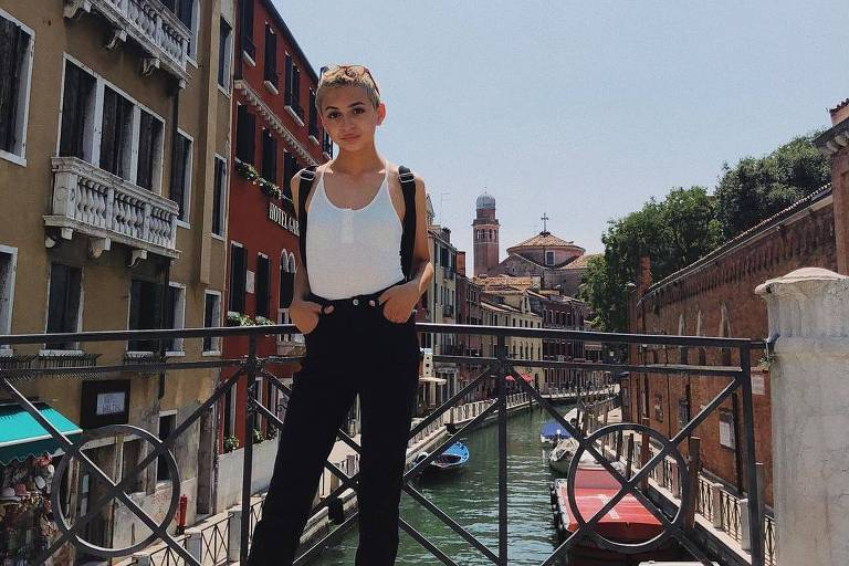 Josie Totah posta primeira foto após se declarar trans
