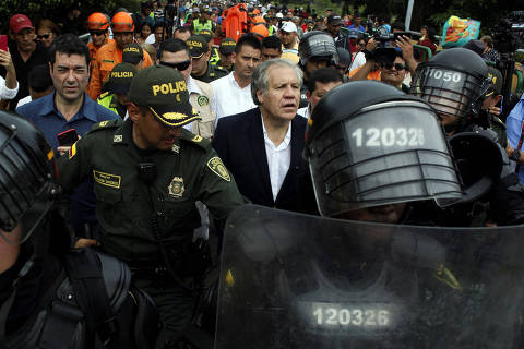 Organization of American States (OAS) Secretary General Luis Almagro visits the Colombia-Venezuela border at the Simon Bolivar international bridge in Cucuta, Colombia, September 14, 2018. REUTERS/Carlos Eduardo Ramirez ORG XMIT: VEN12
